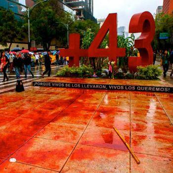Se cumple un año de la desaparicion de los normalistas de Ayotzinapa.
